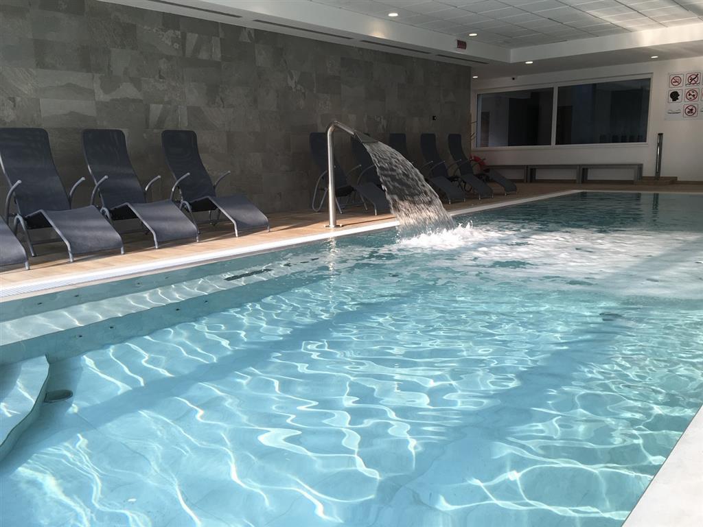 innen und aussen pools wifi free hotel villa franca 2016 torbole sul garda. Black Bedroom Furniture Sets. Home Design Ideas